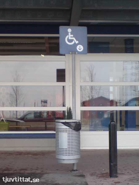 IKEA handikappade soptunna skylt