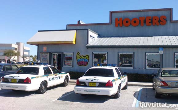 hooters-police