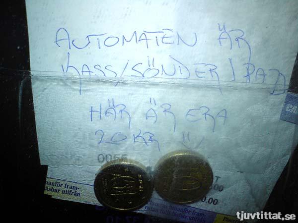 Automaten är kass/sönder/pajj. Här är era 20 kr. :)