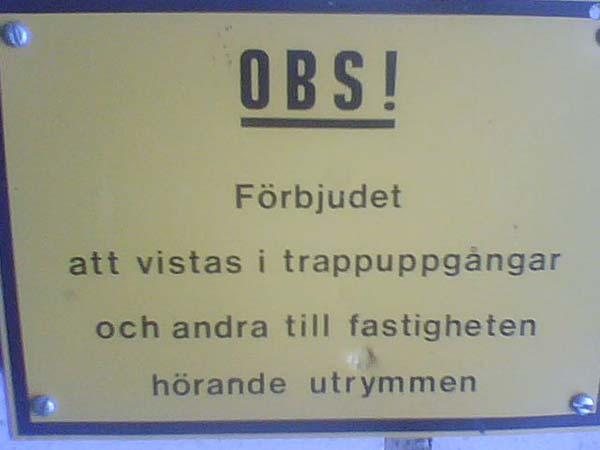 OBS! Förbjudet att vistas i trappuppgångar och andra till fastigheten hörande utrymmen