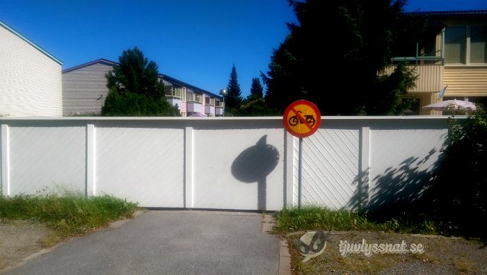 Kör inga mopeder in i väggen!